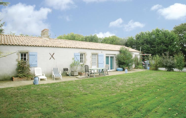 Holiday cottage with 2 bedrooms on 80 m² in St. Maixent sur Vie