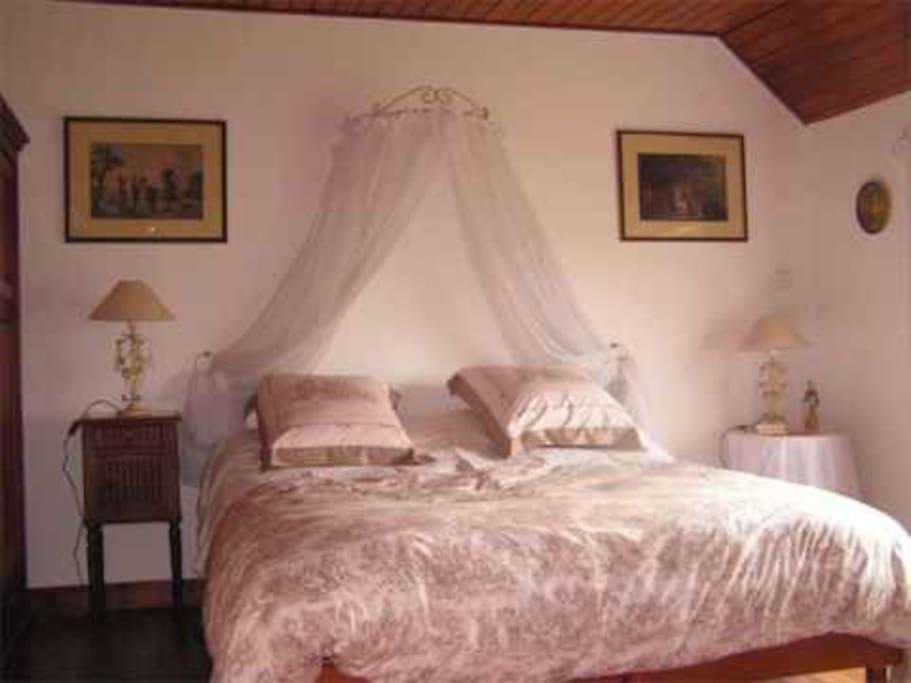 Chambre avec lit électrique de relaxation