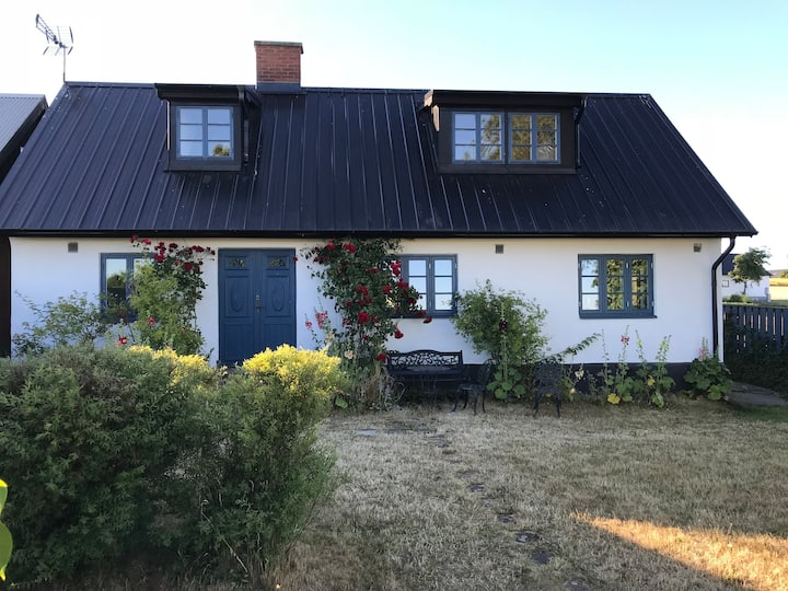 Skånelänga med havsutsikt / Seaview cottage