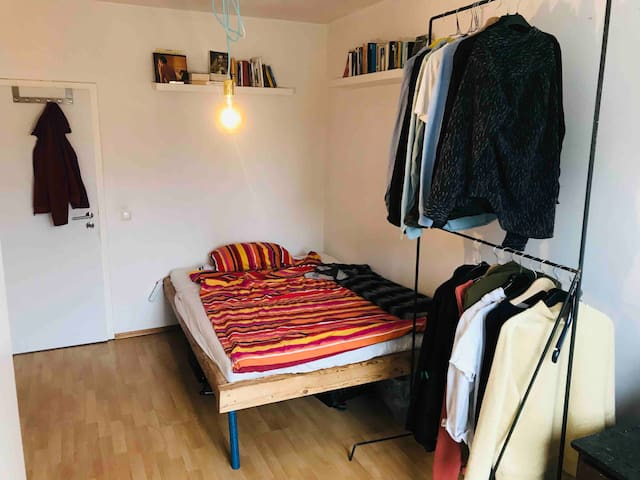Cosy room in beautiful Westend.