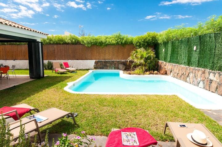 vivienda de una planta con piscina privada