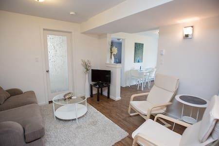 Adorable Suite on a Quiet Street (Fall Discount!) - Nelson