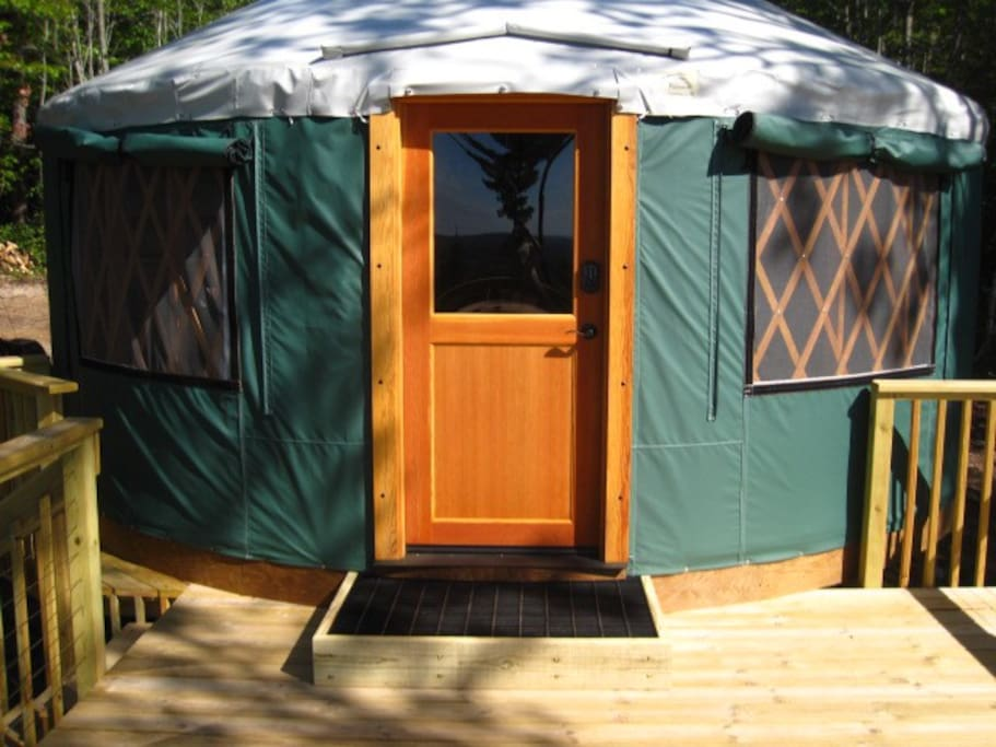 Front view of the yurt, from the deck.