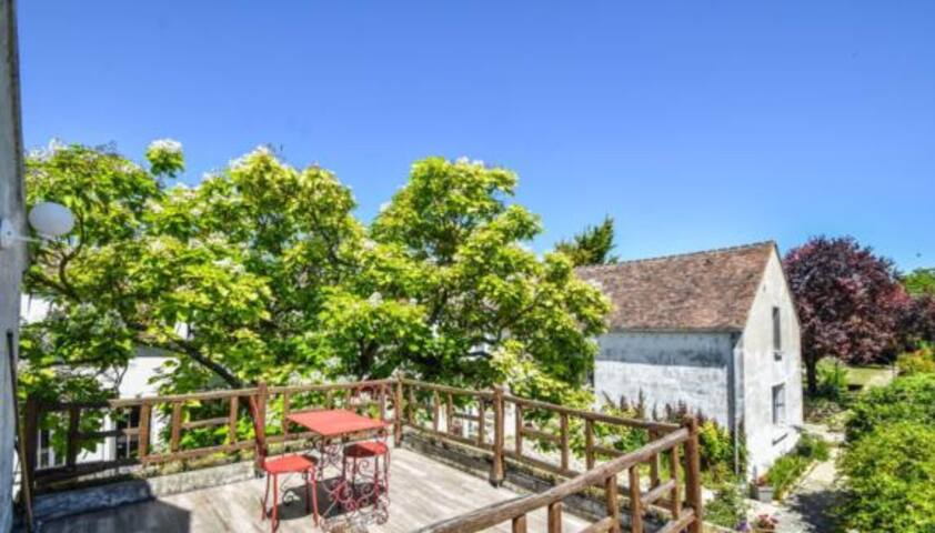 Suite privée avec terrasse et piscine 10mn Nemours