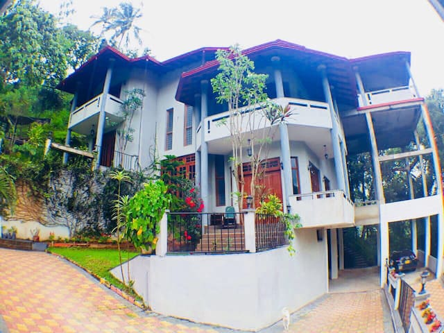 Luxury Villa in Kandy