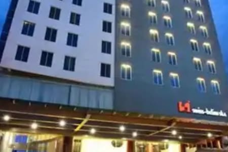 Room with Breakfast Near SKA Mall by Swiss-Belinn