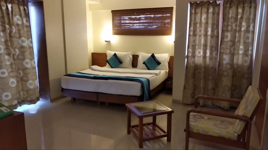 Rooms with Balcony close to balewadi stadium