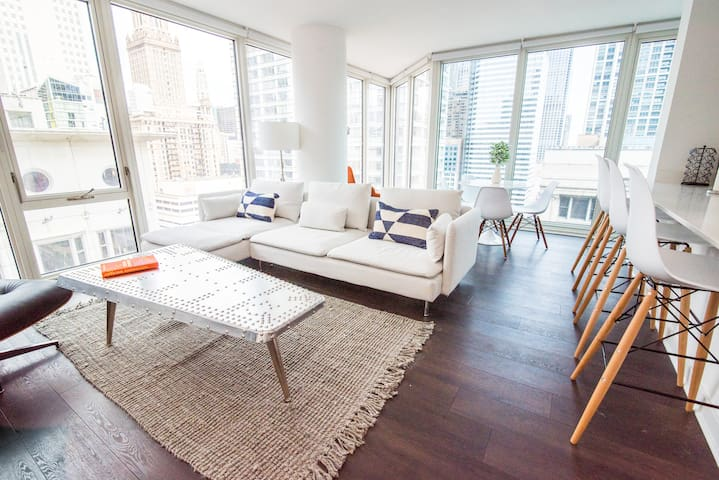 Gorgeous 2BR Apartment in Loop by Domio