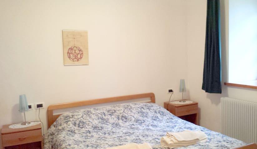 La camera da letto vista dall'interno