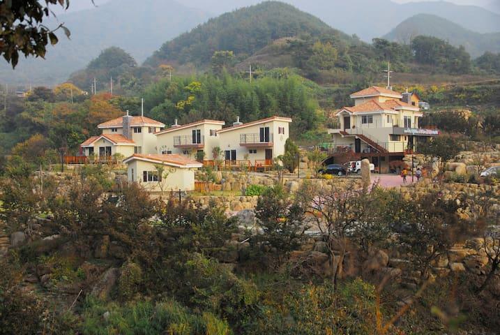 지리산 돌풀마루 펜션&글램핑(만복대)