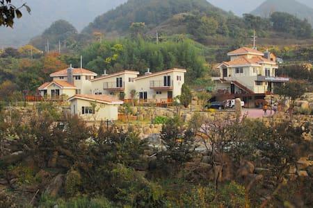 지리산 돌풀마루 펜션&글램핑(만복대) - Sandong-myeon, Gurye-gun