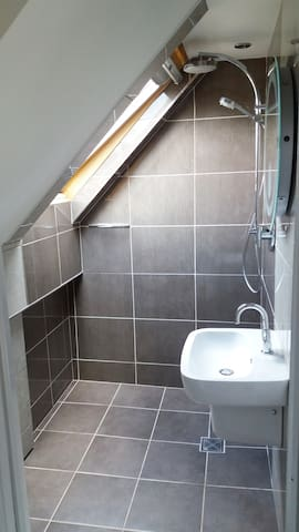 Ensuite with underfloor heating