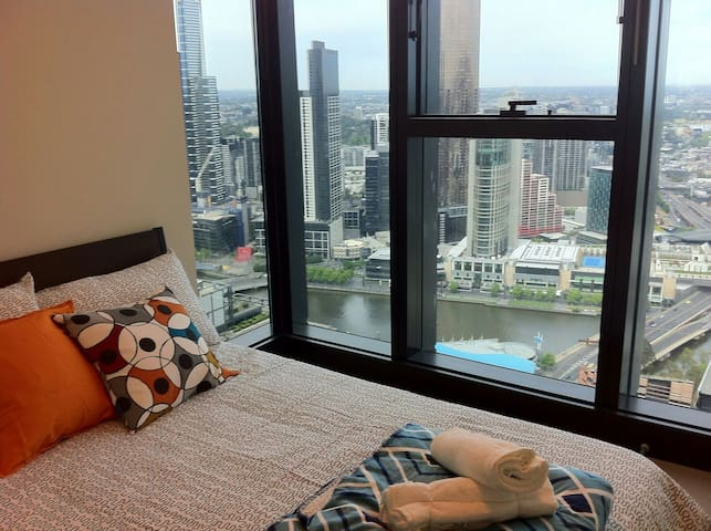 Sky High View Central CBD Apartment