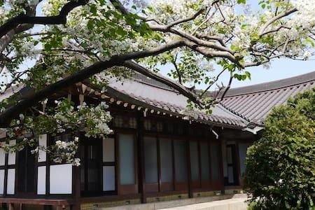 목포1935 춘화당 - Yeongsan-ro 59beon-gil, Mokpo-si