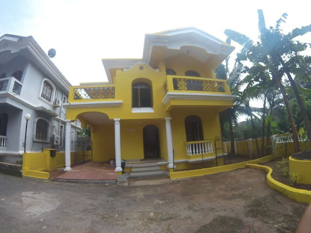 Furnished Portuguese style 4 bed room Beach 1/2 km