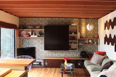 Beautiful, designer hillside home - Лос-Анджелес - Дом