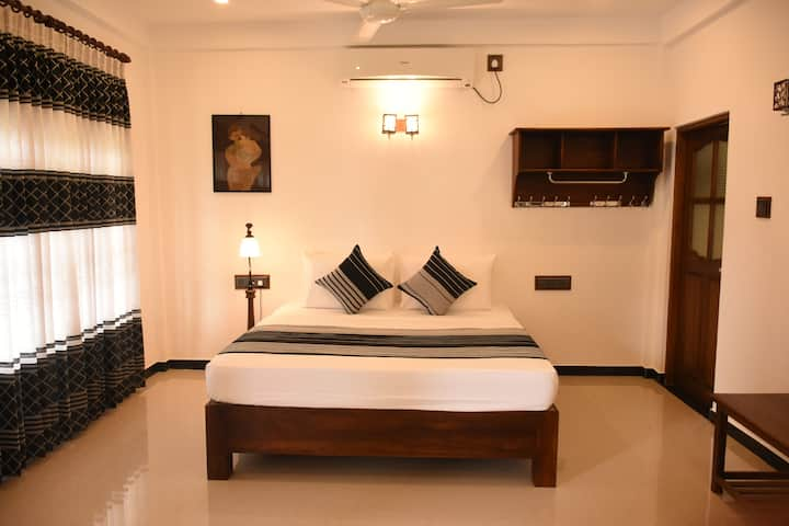STANDARD ROOM AND POOL (HOTEL FREEDOM VILLAGE)