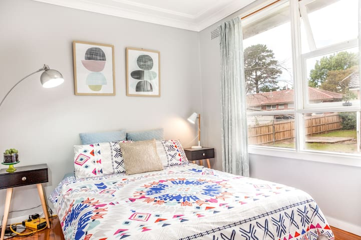 Warmth & Inviting Room in the Heart of Carlingford