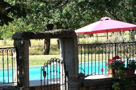 Clos de Pomeir en beaujolais - Pommiers - Bed & Breakfast