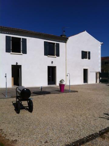 Maison ancienne rénovée - Beauvoir-sur-Niort - Dom