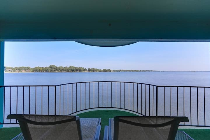 Private Balcony on the Water - Willis - Apartamento