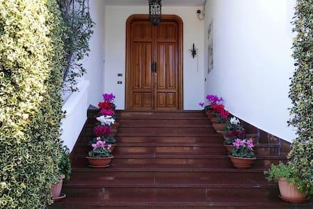 B&B Villa Mary. Stile e relax a due passi dal mare - Trani - ที่พักพร้อมอาหารเช้า