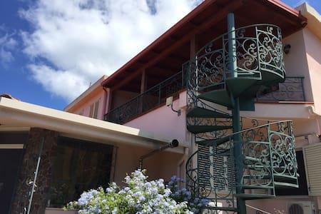Le Jucche casa vacanze - Villa San Giovanni - Outros