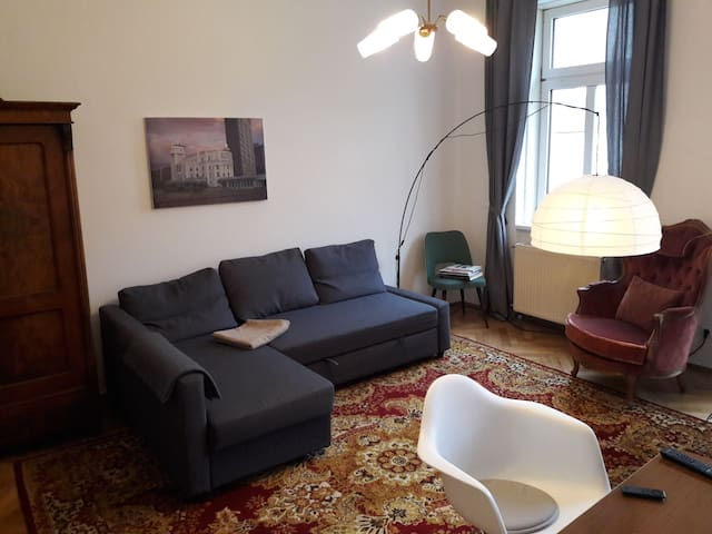 cosy 2room Apartment with modern+historic furnitur