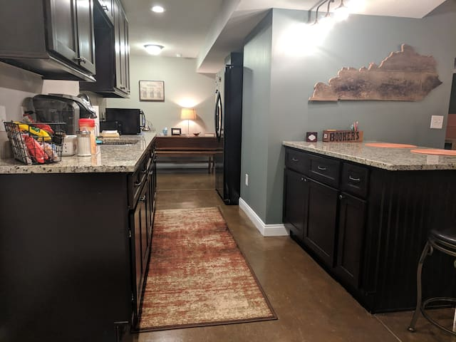 Kitchenette has a full size refrigerator and sink, Keurig and standard coffee pot, tea kettle, crock pot, toaster, toaster oven and microwave. No stove, oven or dishwasher.
