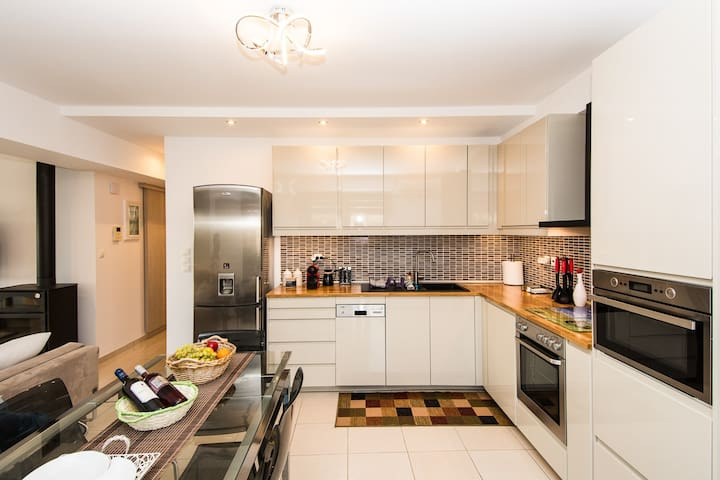 Open plan fully equipped kitchen with dining table