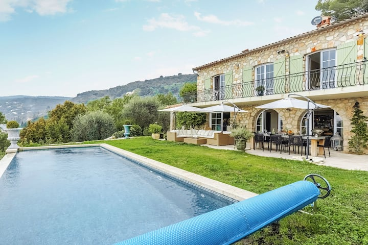 Mountain Villa with Panoramic Sea Views and Pool in Grasse