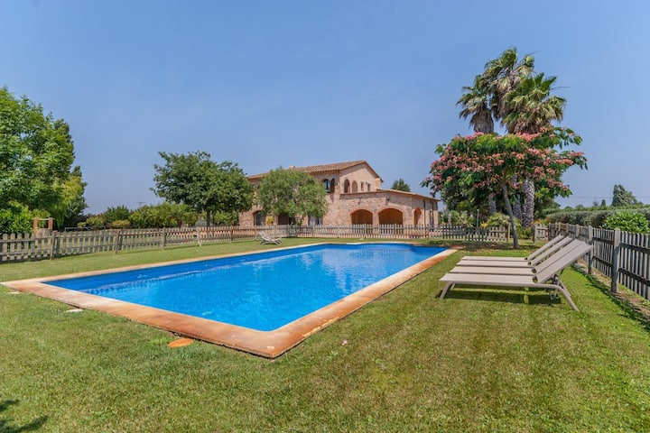 Typical large farmhouse with private pool and large garden close to the beach