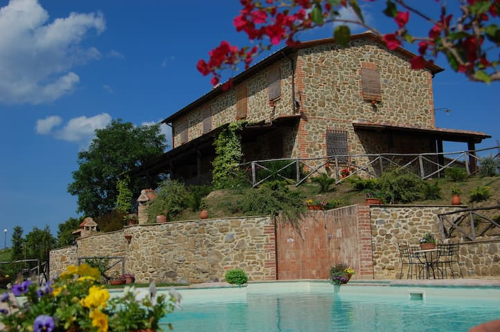 Appartamento in Umbria per 4/5 persone - Paciano - Leilighet