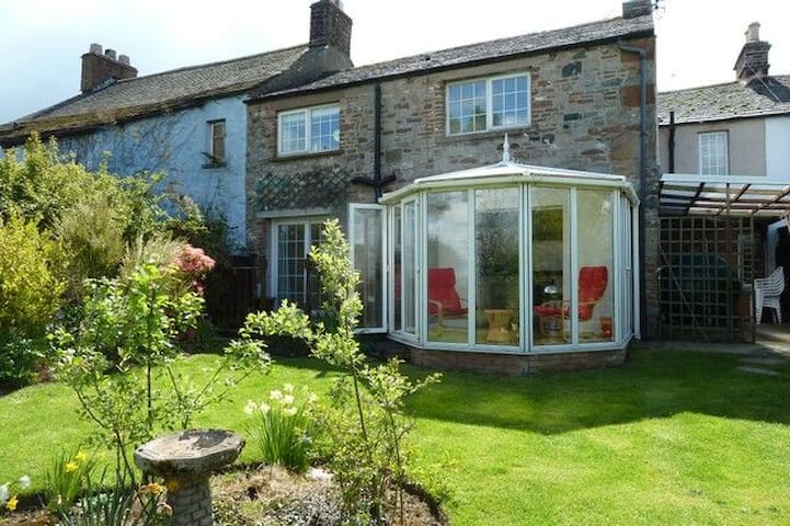 SMITHY COTTAGE, Tirril, Ullswater - Penrith - House