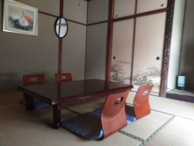 room  2(定員capacity4人)