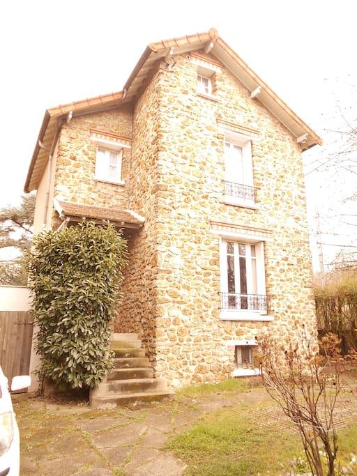 pavillon en pierre meulière