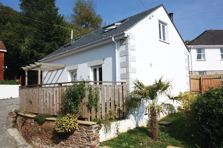 Seashells, sleeps 2, pool, WiFi, near beach,river, - Helford Passage - Huis