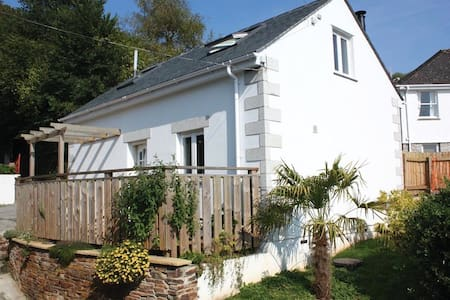 Seashells, sleeps 2, pool, WiFi, near beach,river, - Helford Passage