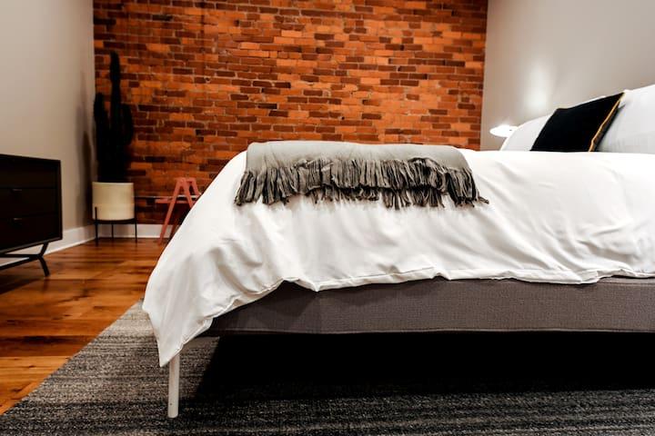 Bedroom 234 / Queen Bed View 1