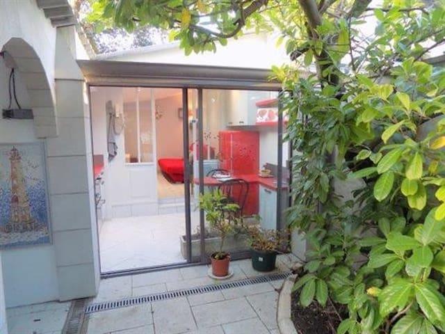 Studio-maisonnette 21 m² à 200 mètres de la plage.