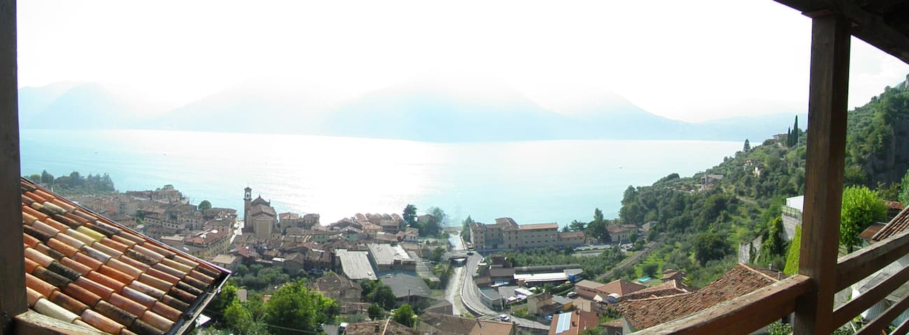 Camera vista lago - Marone - บ้าน