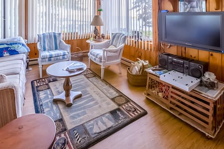 Dog-friendly, waterfront home w/ private dock & gorgeous views of the bay!