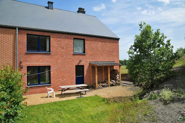 Rural, Comfortable Holiday Home in Noiseux with Ourthe River flowing closeby.