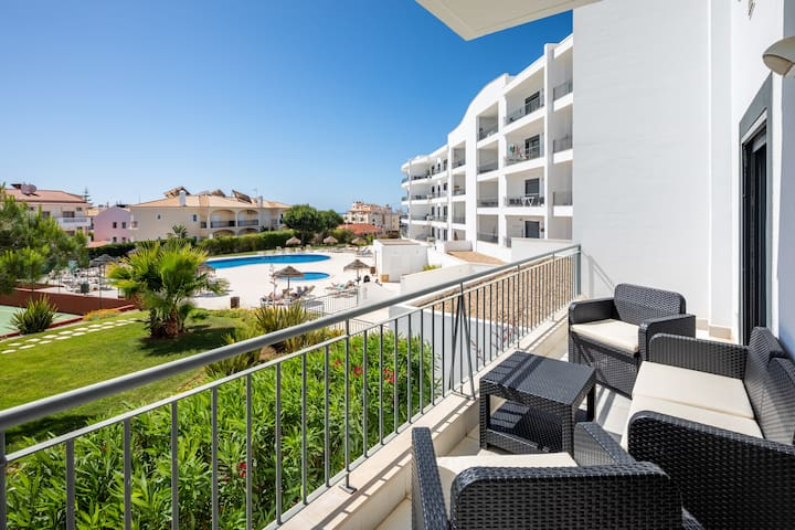Vista das Ondas 2 bed apartment with pool view
