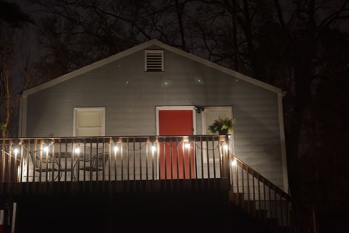Cozy Carriage House 2bd w/Patio in the Trees