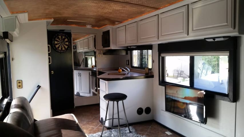 31' Luxury RV Home in Historic Downtown Folsom - Folsom - Camper