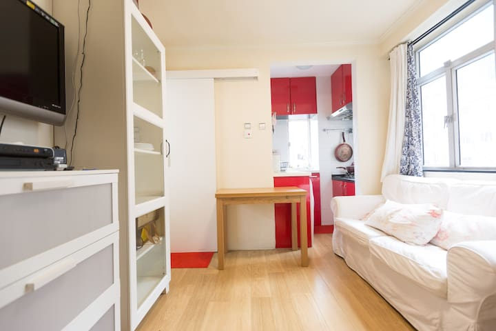 5 min from MTR - Bright and Cozy apt @Sai Ying Pun