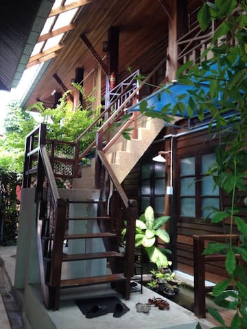 ThaiHouse2KingBed+Kitchen+Wifi+CleanQuiet+InCenter - Tambon Nai Mueang - Bed & Breakfast