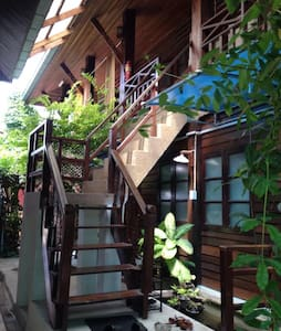 ThaiHouse2KingBed+Kitchen+Wifi+CleanQuiet+InCenter - Tambon Nai Mueang - Szoba reggelivel