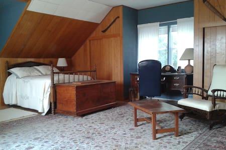 Treetops Room - Hickory Hill